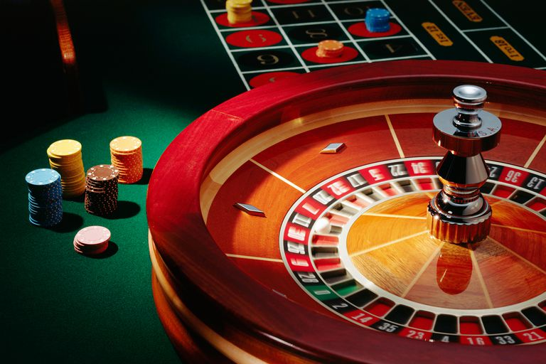 Differences and similarities between playing Live Casino Roulette vs Online Roulette